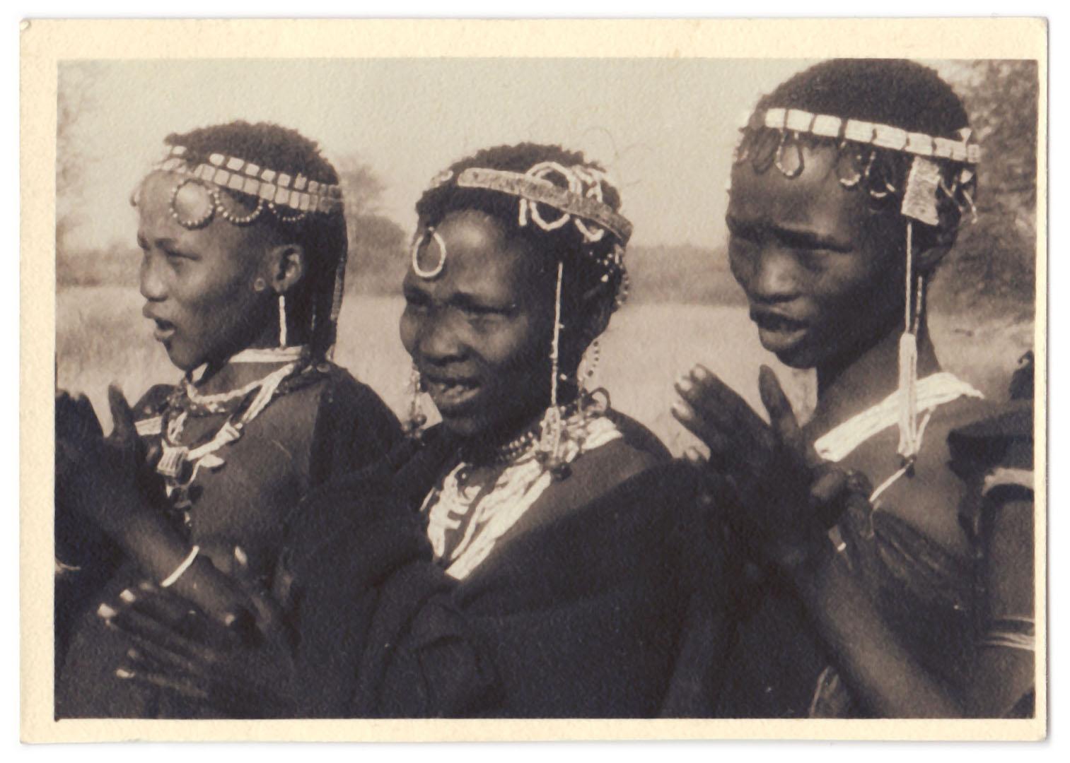 Tanzweiber Namibia Peter Haller