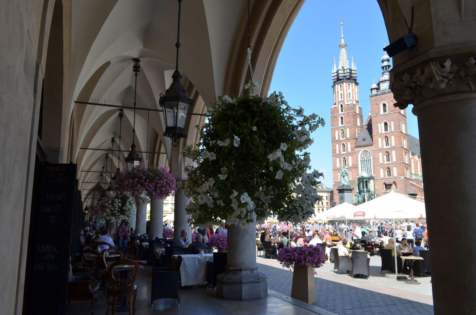 Der Rynek in Krakau mit seinen Cafés