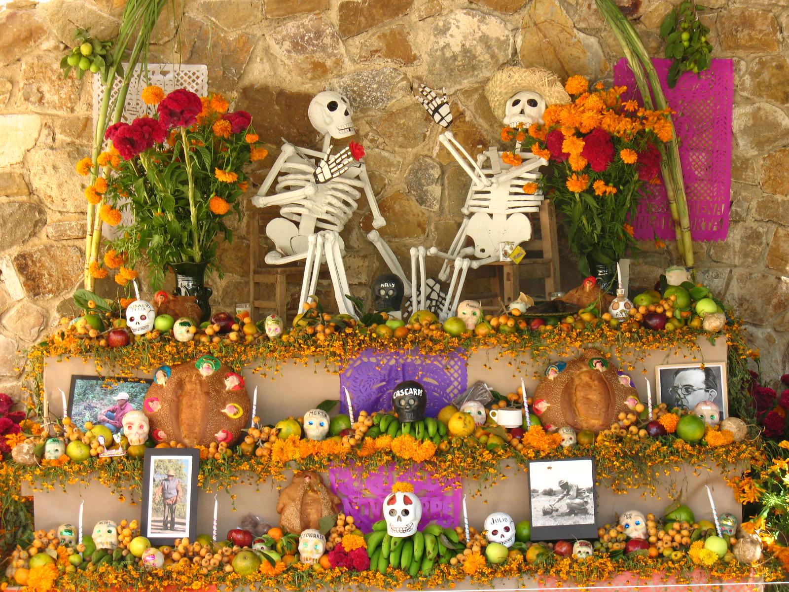 Ein Totenaltar für verstorbene Archäologen in Monte Albán