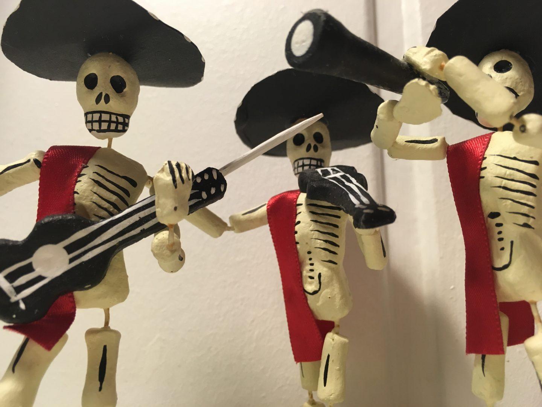 Pappmaché Figuren zum Aufstellen auf den Hausaltar