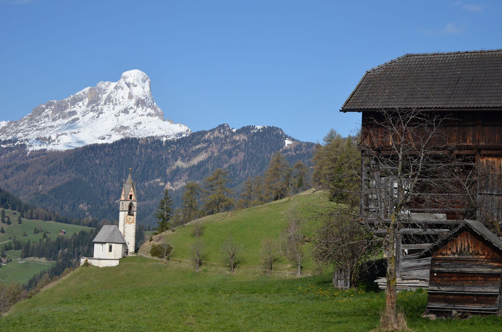 Wengen mit Sankt Barbara Kirche