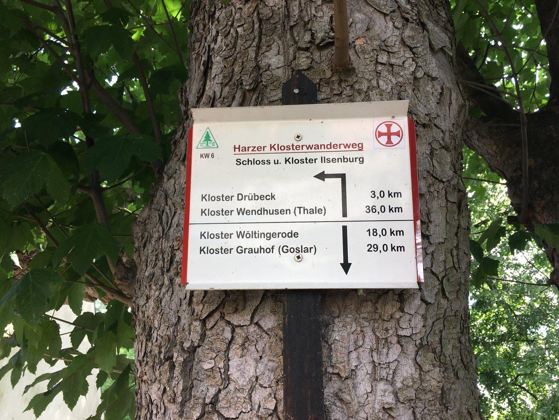 Hinweisschild für den Harzer Klosterwanderweg
