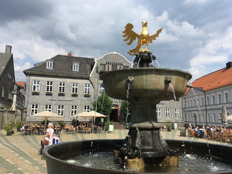 Marktplatz in Goslar mit Brunnen
