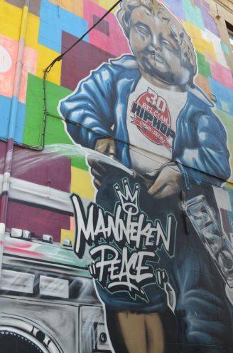 Streetart in Brüssel Manneken Peace
